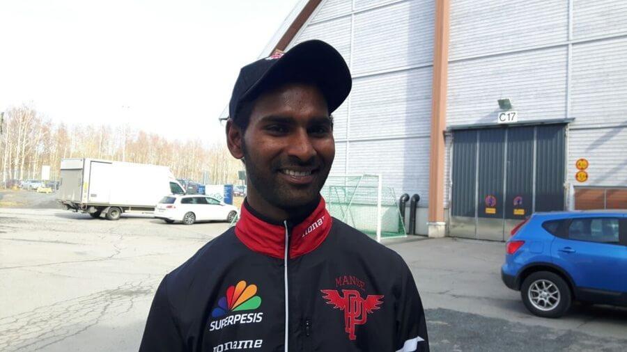 Intialainen pelaaja debytoi virallisessa pesäpallo-ottelussa maanantaina