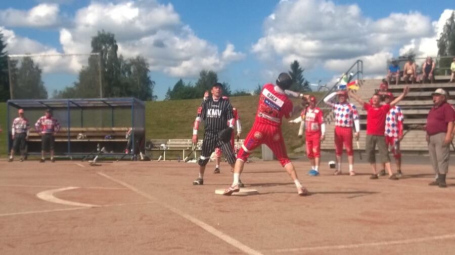 Harmaakarhujen SM-turnauksessa pelataan ja fiilistellään Haapajärvellä