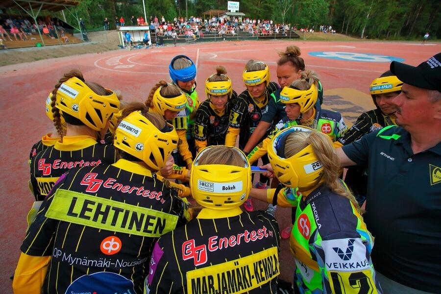 Mynämäen Vesa valmistautuu ensimmäiseen superpesiskauteensa – Inka Pietilä vahvistaa joukkuetta!