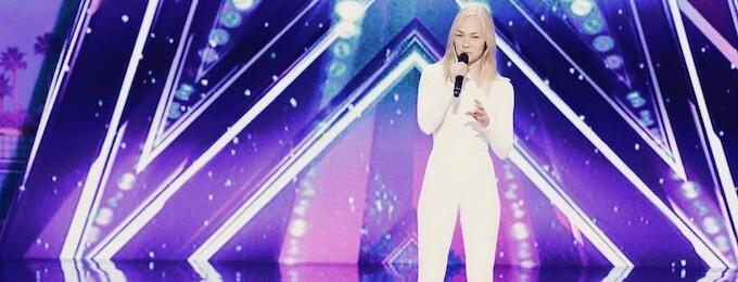 """Video: Ex-superpesispelaajan huikea esitys America's Got Talent -kilpailussa – """"Jatkoon!"""""""