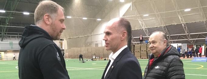 Petri Kaijansinkko vastaanotti kultaisen ansiomerkin Halli-SM-lopputurnauksessa