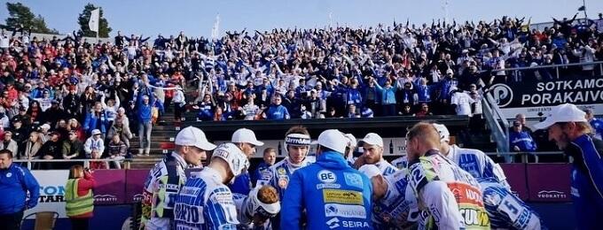 Video: Sami-Petteri Kivimäki hullaannutti pelikatkolla 13. pelaajan kutsuhuutoon