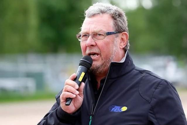 """Jussi Meriläiselle, 70, pesäpallo on elämäntapa: """"Kolmatta sukupolvea mennään leireillä"""""""
