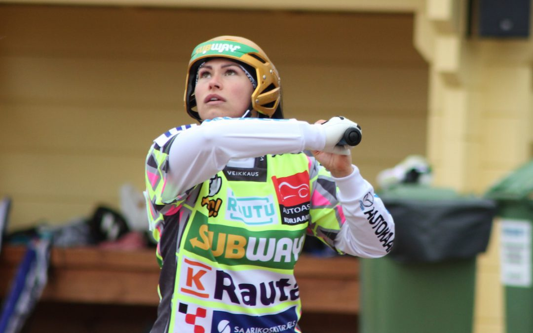 Janette Lepistö iski 400. lyödyn juoksunsa Superpesiksessä