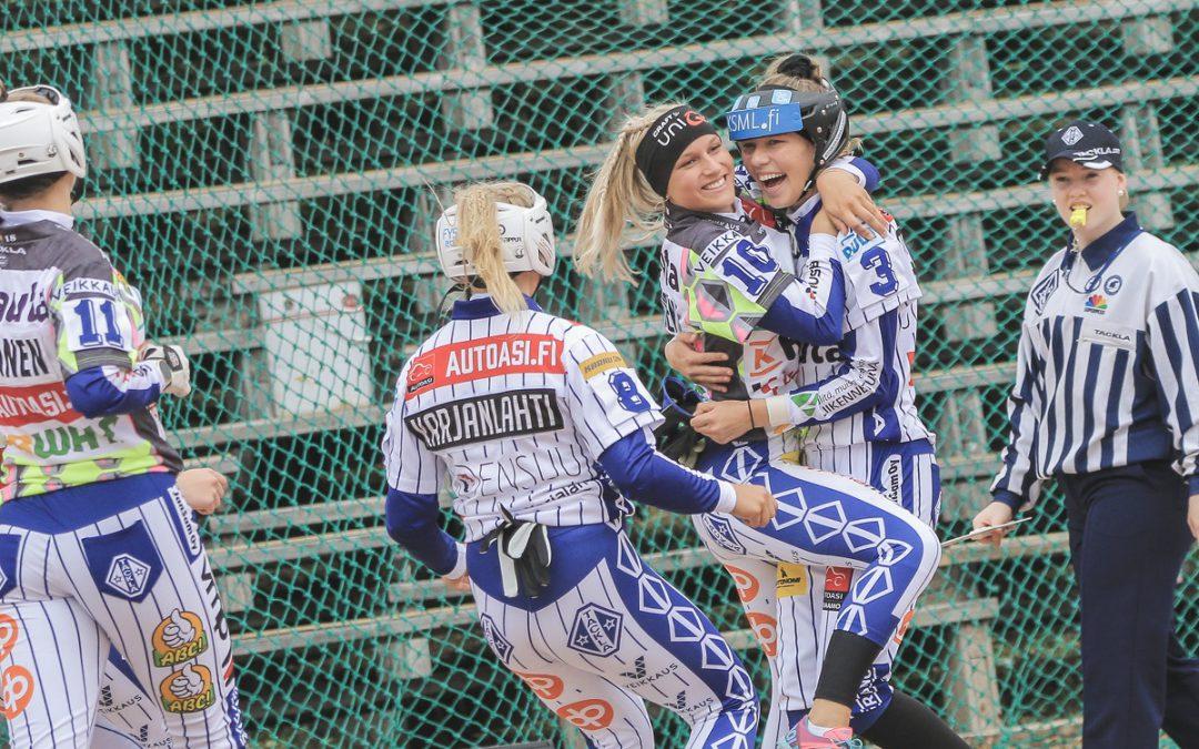 B-tytöt avasivat Lännen voittotilin – yli tuhat katsojaa näkivät viihdyttävän arvo-ottelun