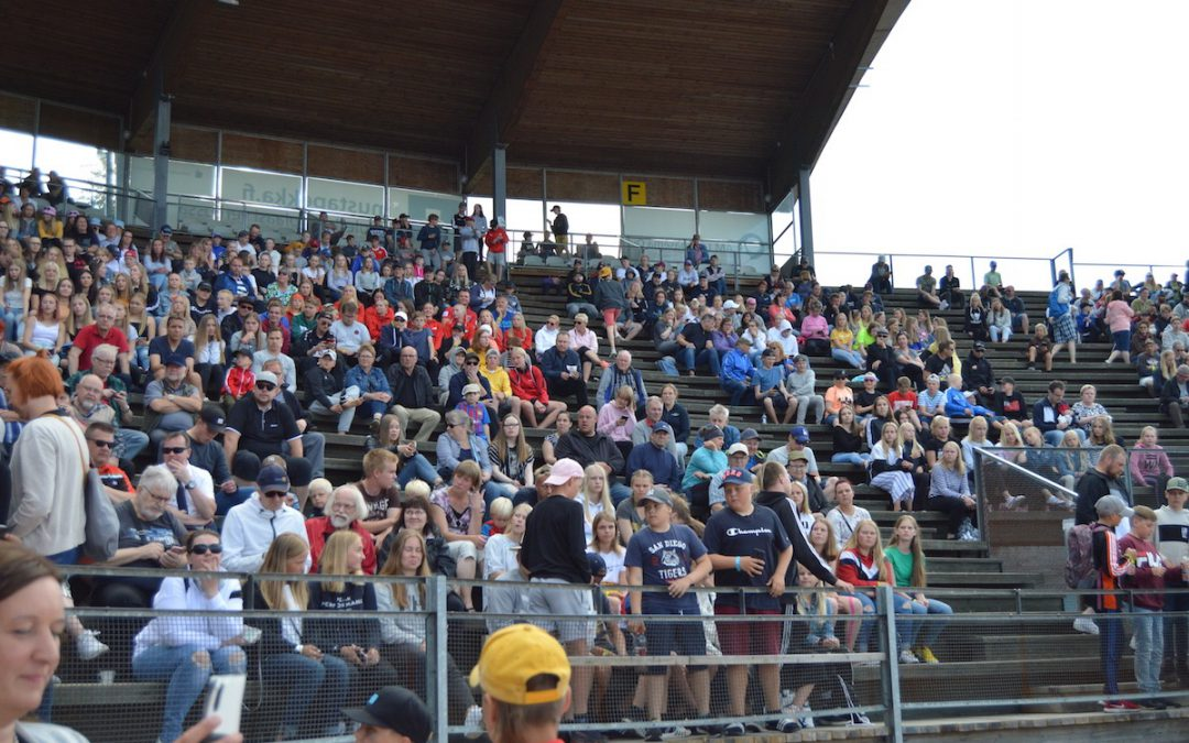 Miesten Ykköspesiksen uusi yleisöennätys on 3759 katsojaa – Raksilassa mahtava tunnelma kärkiottelussa!