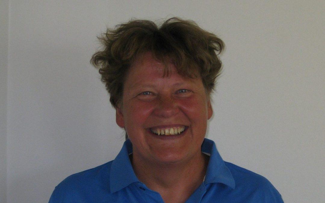 Sirpa Helin, 60, pitää pesäpallon matkassa mukana!