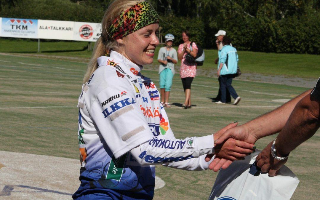 Moninkertainen mestari- ja Itä-Länsi-pelaaja Elina Pukkinen Virkiä-Pesiksen junioripäälliköksi