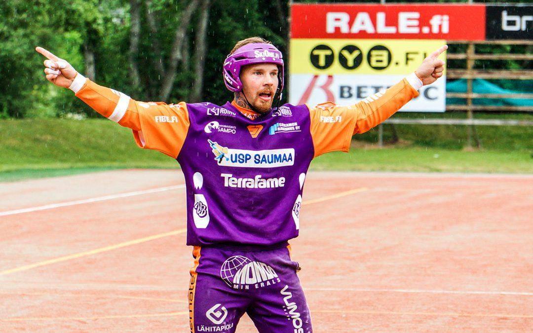 """Joni Rytkönen nauttii pelaamisesta tiiviin pelitahdin keskellä: """"Ei haittaa välillä yhtään, jos ei pääse kentälle juoksemaan"""""""