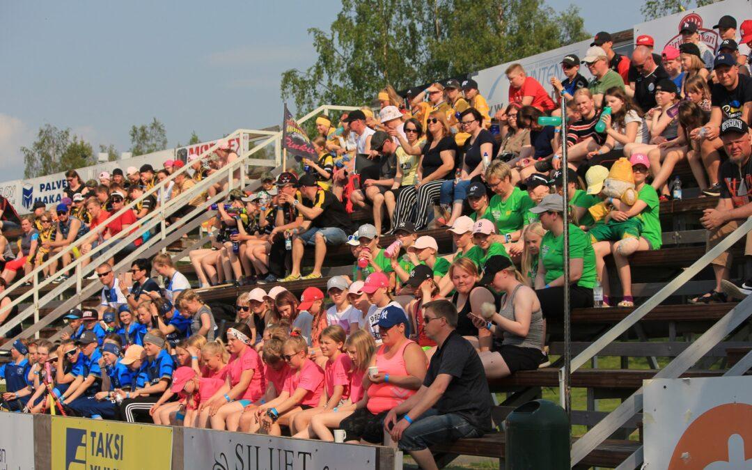 Leirikesä on täällä – E-ikäisten pesäpalloleiri tuo 32 joukkuetta Sotkamoon loppuviikoksi!