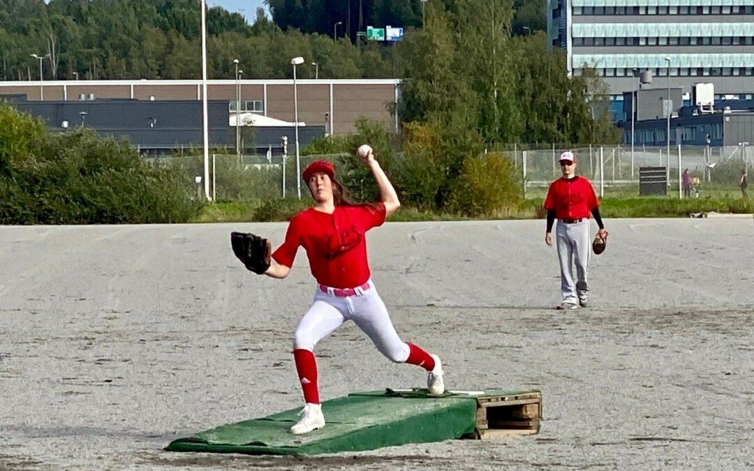 Naiset ja tytötkin pelaavat baseballia: Oona Ylinen Englannista Espooseen